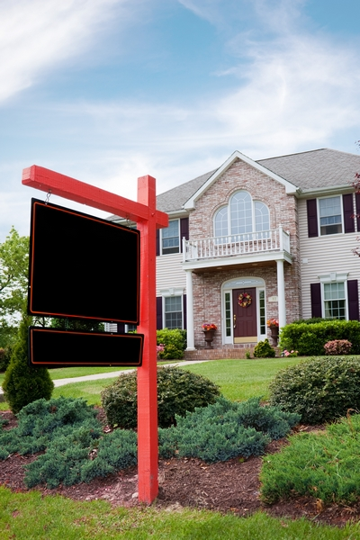 3 Reasons Real Estate Agents Need to Keep Yard Sign Flyer Boxes Full